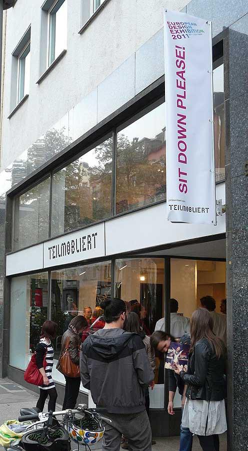 Teilmöbliert Gallerie in der Lorettostrasse 7 Ausstellung SIT DOWN PLEASE