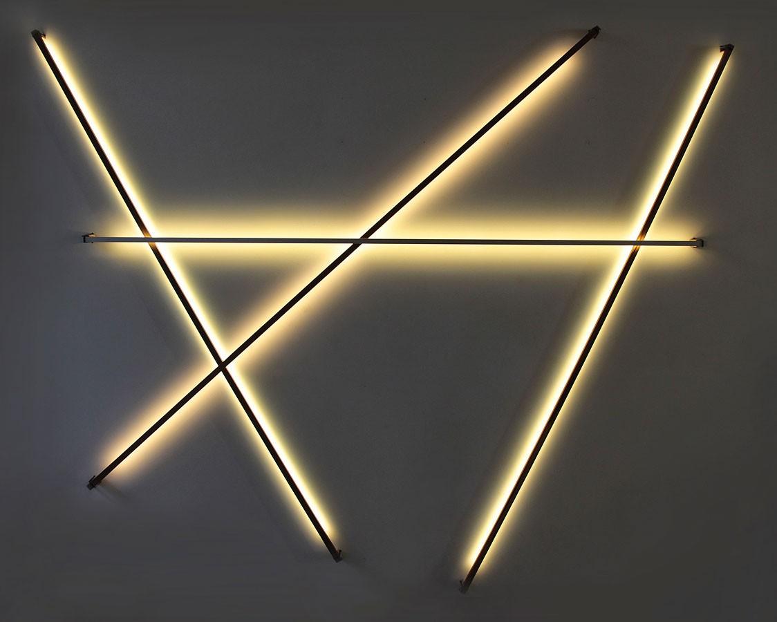Lichtstäbe Installation x förmig