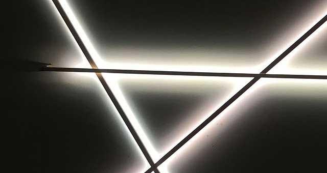 Lichtstäbe als Lichtinstallation